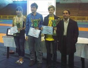 Najlepší juniori. Zľava bronzová Irina Bulmaga, zlatý Tomáš Peitl a strieborný Radu-Cristian Toma.